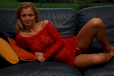 Coquine sexy dominante pour gars qui se soumet