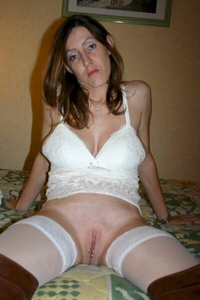 Femme cougar sexy docile pour coquin expérimenté disponible