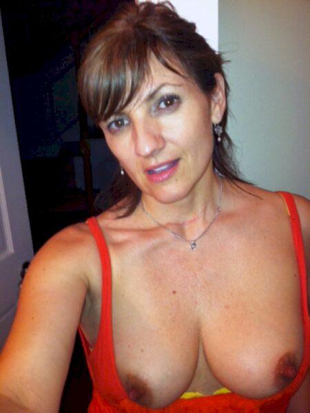 Femme libertine réellement sexy cherche un homme débutant