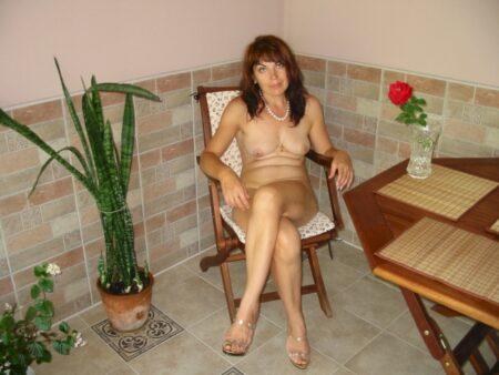 Femme mature coquine docile pour libertin séduisant