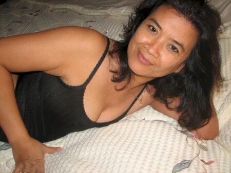 Passez un rendez-vous chaud avec une femme libertine asiatique